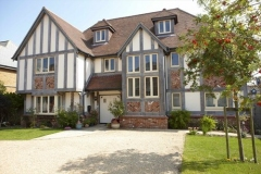 uPVC-windows-in-Clotted-Cream-woodgrain-finish-fitted-in-high-spec-new-build-property